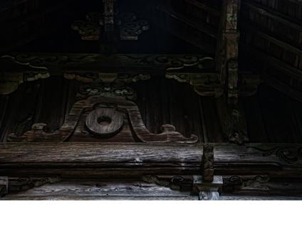 中殿に施された大洲藩の蛇の目の紋
